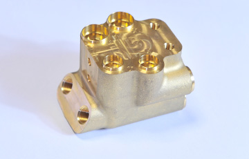 進興金属工業株式会社 真鍮部品